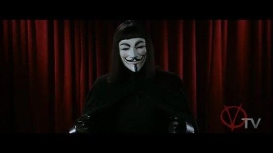 """Video: Anonymous contro revenge porn e pedopornografia. """"Stiamo venendo a prendervi"""""""